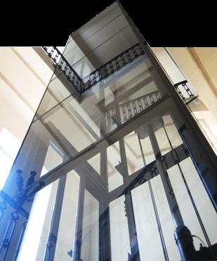 Ascensori personalizzati panoramici in vetro su misura for Chiusura vano scala interno